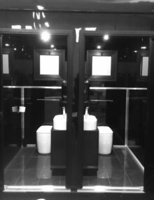Produzione bagni chimici Black Mirror Cube